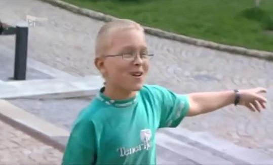 Kluk, co si přišel hrát s kamením (2010).