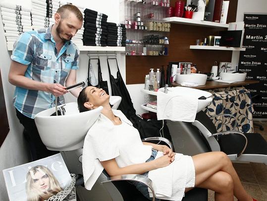 Lucie do Čech jezdí i kvůli svému kamarádovi, kadeřníkovi Martinovi, který se jí léta stará o vlasy.
