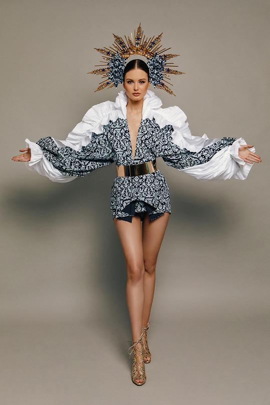 Klára v národním kostýmu od Yvony Leitner.