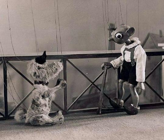 Hurvínek se svým čtyřnohým přítelem ve 30. letech minulého století.