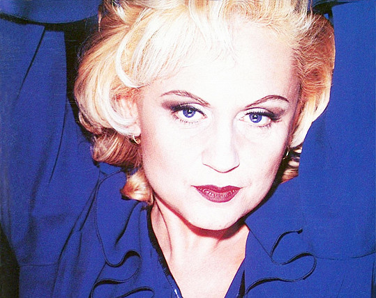 Byly doby, kdy jsme ji potkávali jako platinovou blondýnku.