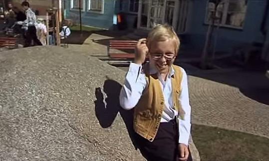 Chlapec rok od prvního natáčení