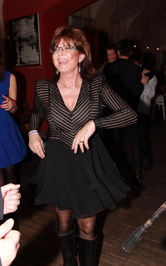 Marie Tomsová si narozeniny Milana Drobného náležitě užívala.