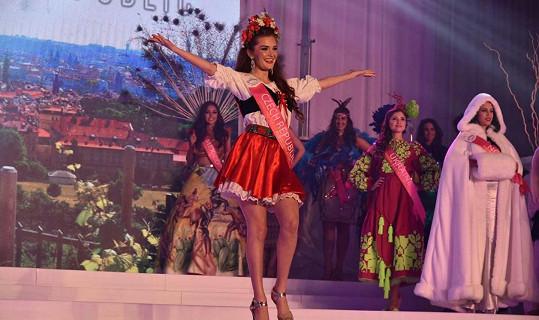 Michaela Haladová předvedla tanec v kroji.