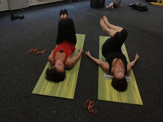 Tělo formuje pomocí pilates.