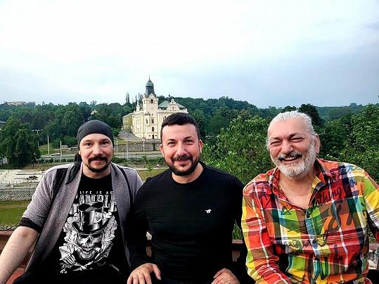 Bohuš Matuš, Petr Tomeček a Dan Hůlka na koncertě.