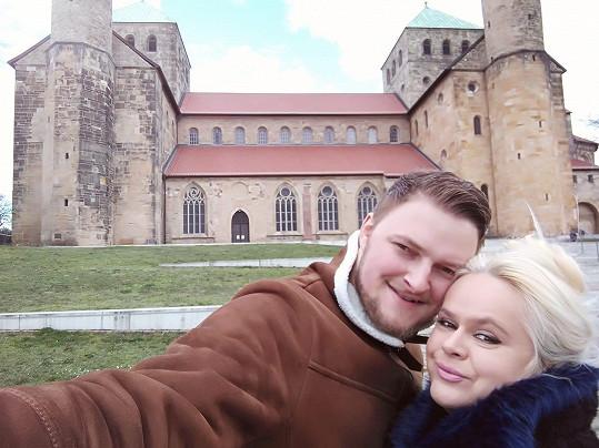 Monika Štiková a Petr Binias ochranné prostředky v Německu přikázané nemají.