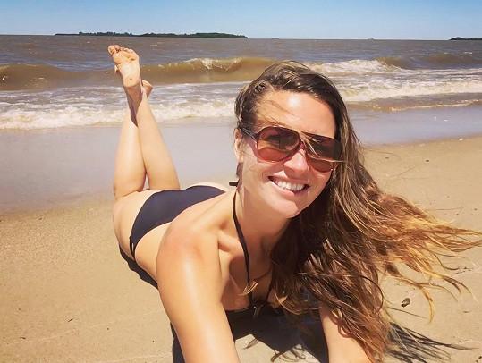 Eva si loni v prosinci užívala u moře.