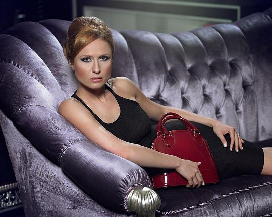 Fotila se s kabelkami, které navrhla Dana Morávková.