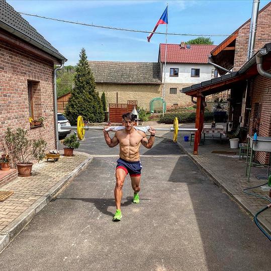 Takhle doma trénuje Michal Hrdlička.