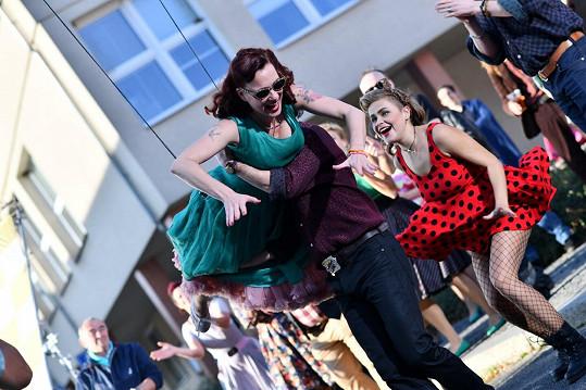 Podstatnými prvky filmu Bourák jsou hudba a tanec. Choreografie herci nacvičovali s Markem Zelinkou.