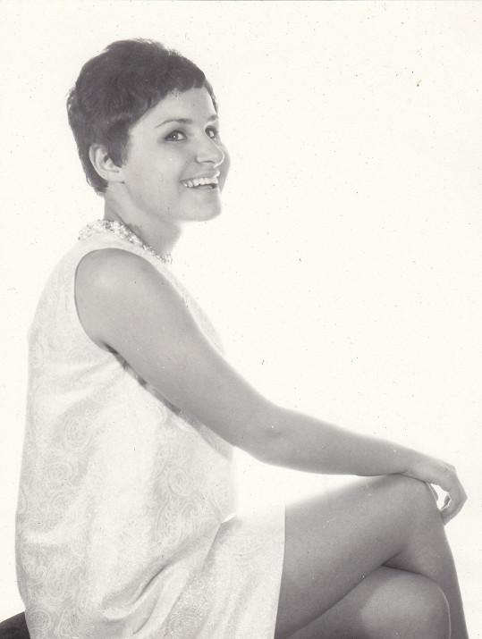 Takhle v roce 1967 kopírovala Jitka svůj tehdejší idol - Martu Kubišovou.