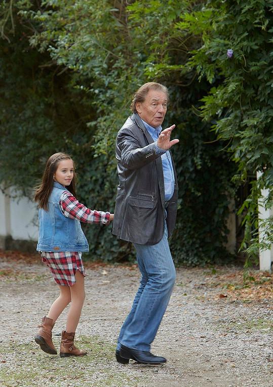 Karel Gott s dcerou Charlotte, která si ve filmu zahrála.