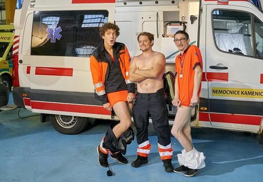A také další členové seriálové záchranky, třeba Štěpán Benoni (uprostřed).