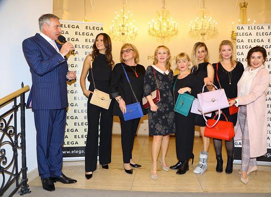 Ivana s kolegyněmi modelkami, Danou Morávkovou a moderátorem Janem Čenským