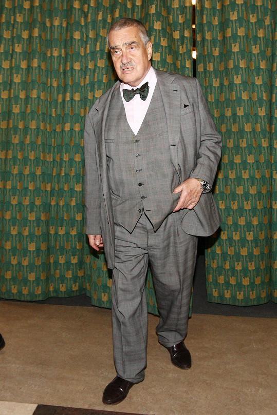 Karel Schwarzenberg svým klasickým outfitem nepřekvapil, ale to od něj přece ani nikdo nečeká. Čeští muži by se od milovníka na míru šitých obleků s klasickým motýlkem měli co učit.