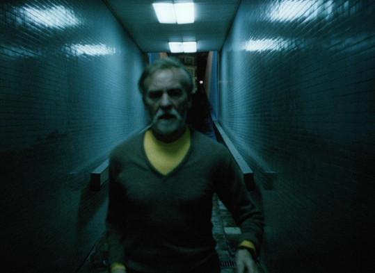 Hlavní roli ve filmu Skalpel, prosím si zahrál Miroslav Macháček.