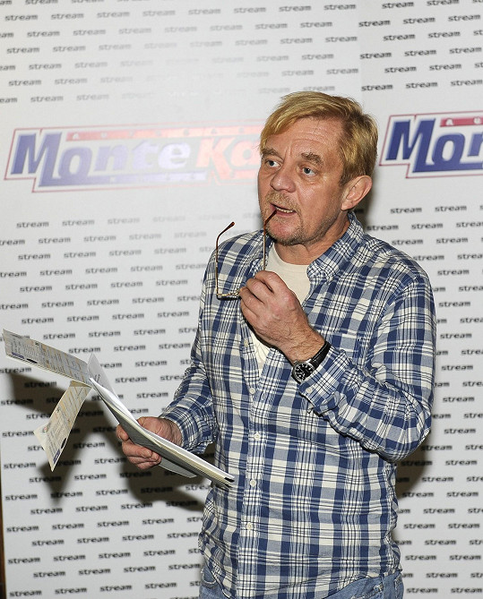 Petr Čtvrtníček uváděl tiskovku jako bazarista Karel Čížek.