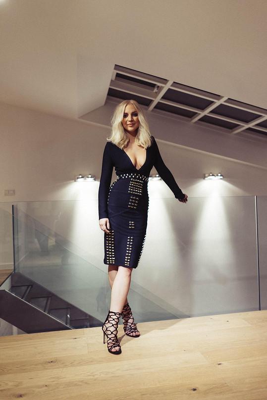 Markéta Konvičková v odvážných šatech