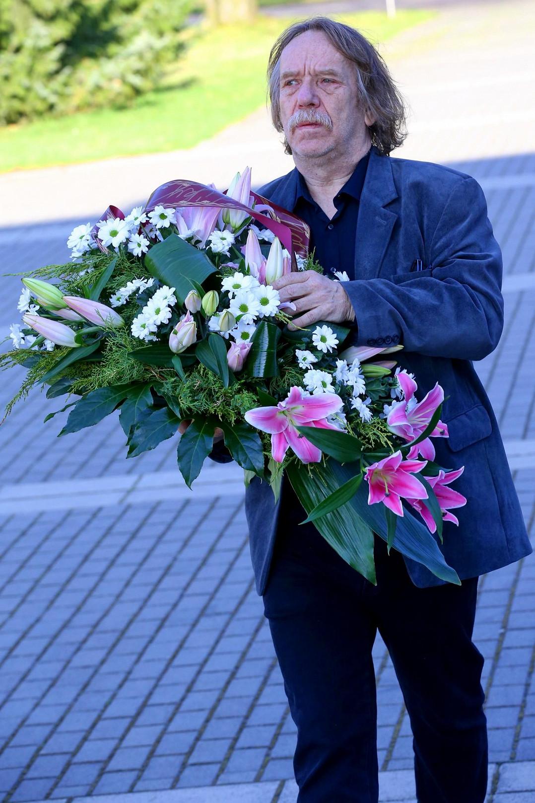 Jaromír Nohavica přišel uctít památku Věry Špinarové.