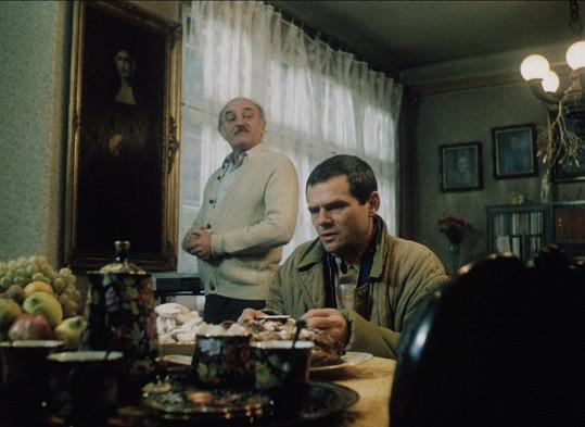 Topič Miloš Lexa (M. Kňažko, vpravo), který se chce zbavit závislosti, se uchýlí do protialkoholní léčebny. Setká se v ní s řadou lidí, kteří řeší stejný problém jako on.