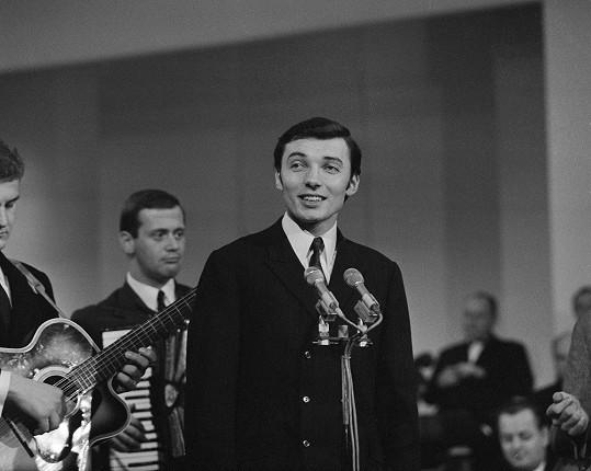 Karel Gott v únoru 1967 na předávání Zlatých slavíků za rok 1966