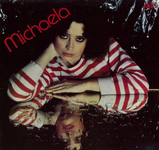 Michaela na obalu svého debutového alba