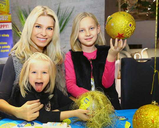 Romana Jákl Vítová s dcerami