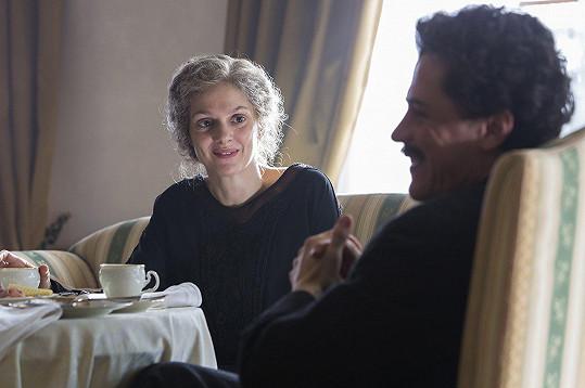 Klára Issová a Joe Flynn v seriálu Genius