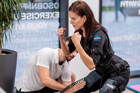 Na jaře začala se svým partnerem Mikolášem běhat a chce vtom po zimě pokračovat, i proto začala s tréninkem elektrické stimulace svalů.