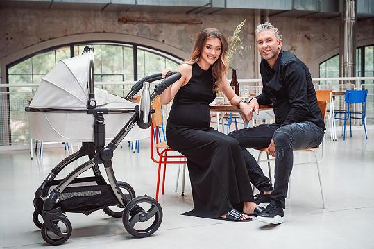 Rodinné štěstí našel vedle o třiadvacet let mladší modelky Nicole.