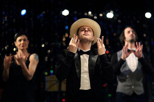 Jan Onder hraje v představení Varieté Freda A. v pražské Ypsilonce.