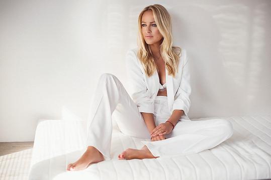 Renata je manželkou moderátora Robinsonův ostrov Ondřeje Novotného.