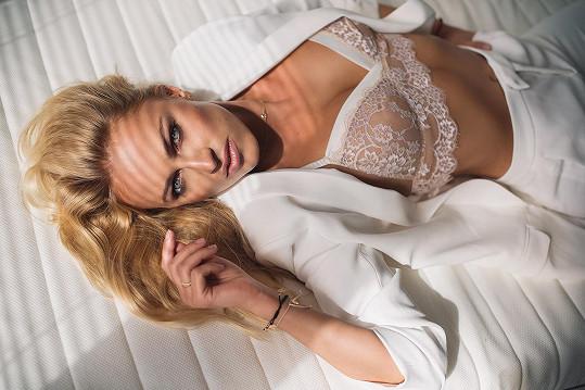 Renata je zatraceně sexy.