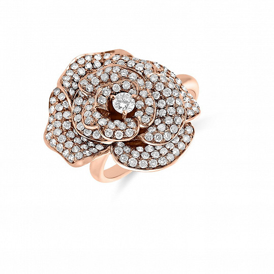 Ikonický prsten s motivem růže za půl miliónu