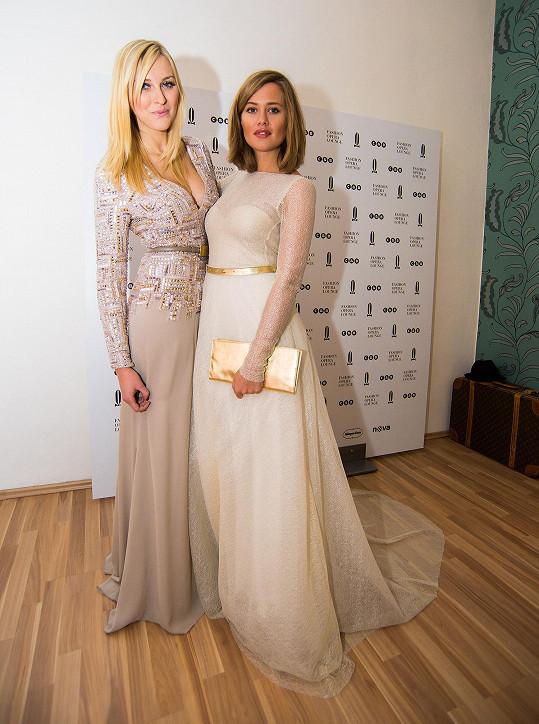 Zora Hejdová si společně s Emmou Smetanou vyzkoušely, jak se správně obléknout.