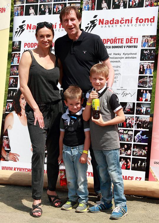Jan Antonín Duchoslav s Hankou Kynychovou a svými dvěma syny