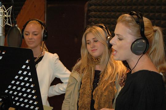 Markéta Konvičková, Elis a Halina Mlynková během práce ve studiu