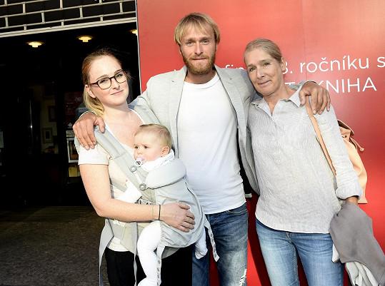 Jakub Vágner bude díky sestře Tereze (vlevo) opět strejdou.