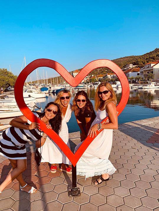 V Chorvatsku byla na dámské jízdě s kamarádkami.