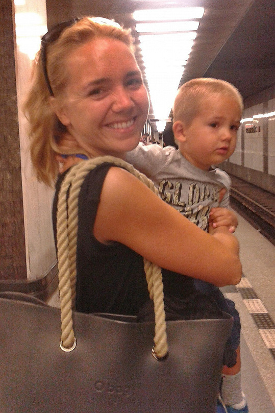 Lucie Vondráčková cestuje metrem pravidelně. A to i bez make-upu.