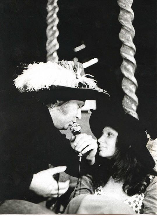 V divadle Atelier se Petra Janů potkala například s Karlem Černochem.