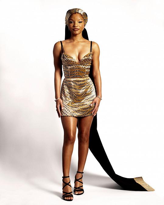 Také Halle Bailey se oblékla u Louise Vuittona a ozdobila šperky u Tiffanyho.
