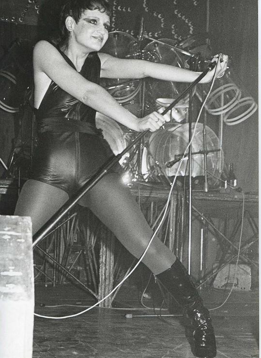 Petra v Lucerně v roce 1983 za zády s německou skupinou Express...