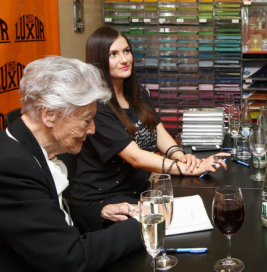 Zdenka Procházková a Pavlína Kadlecová na autogramiádě knihy