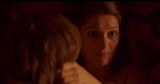 Klára coby Olinka prožívá řadu milostných zklamání.