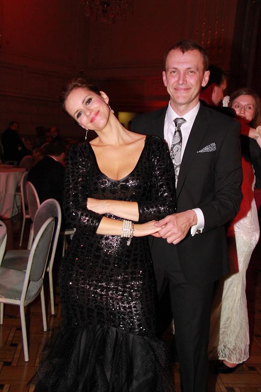 Po tanečním výstupu si dali několik romantických kousků na parketu.