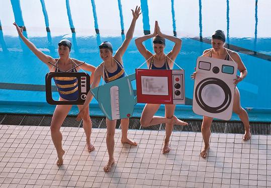 Pouze s dámami při nácviku plavecké choreografie