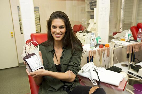 Krev darovala také Aneta Vignerová.
