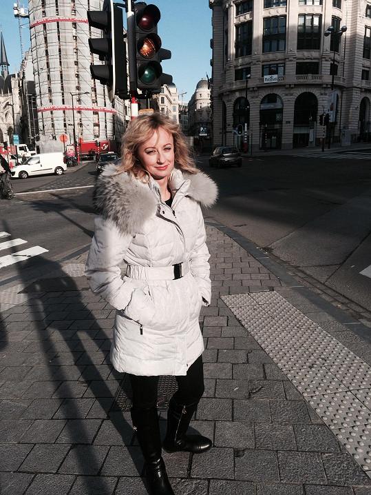 Lucie při procházce Bruselem